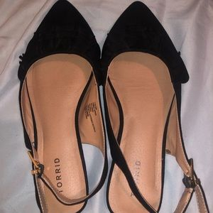 Pointy toed flats size 10W